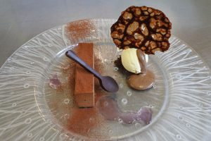 violet-gin-and-dark-chocolate-mousse-at-magpies-restaurant